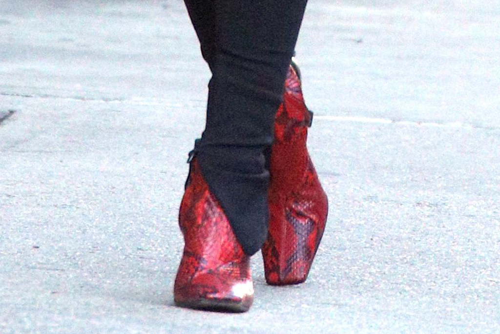 emily ratajkowski, emrata, leggings, celine shoes, red snakeskin boots, snake print trend, celebrity style, nyc