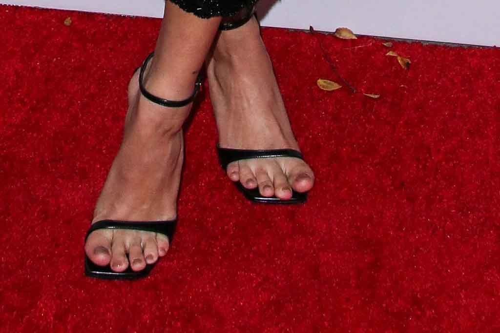 Hailey Baldwin, sergio rossi, square toe sandals, celebrity style, pedicure, feet, premiere, seasons, justin bieber