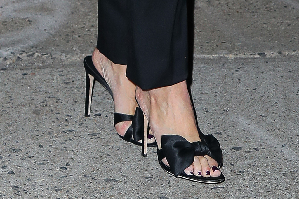 Katie Holmes, giuseppe zanotti, bow, sandals, street style, pedicure, toes, shoe style, stilettos, looks radiant while heading out for dinner in New York City.Pictured: Katie HolmesRef: SPL5143801 280120 NON-EXCLUSIVEPicture by: Felipe Ramales / SplashNews.comSplash News and PicturesLos Angeles: 310-821-2666New York: 212-619-2666London: +44 (0)20 7644 7656Berlin: +49 175 3764 166photodesk@splashnews.comWorld Rights