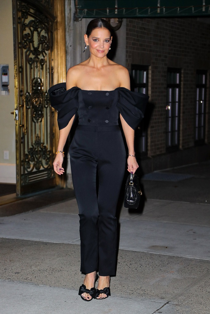 Katie Holmes, jumpsuit, cleavage, street style, bow mules, giuseppe zanotti shoes, sandals, looks radiant while heading out for dinner in New York City.Pictured: Katie HolmesRef: SPL5143801 280120 NON-EXCLUSIVEPicture by: Felipe Ramales / SplashNews.comSplash News and PicturesLos Angeles: 310-821-2666New York: 212-619-2666London: +44 (0)20 7644 7656Berlin: +49 175 3764 166photodesk@splashnews.comWorld Rights