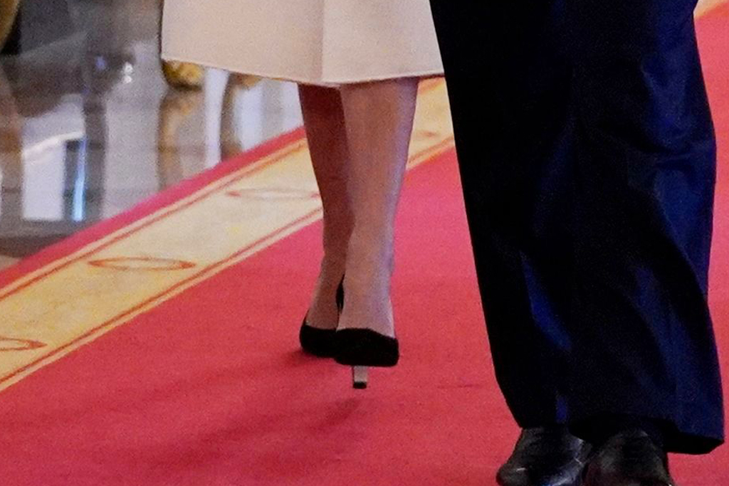 ivanka trump, donald trump, mike pence, white dress, black heels, white house
