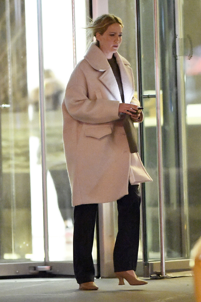 Jennifer Lawrence steps out for dinner at Milo's restaurant in New York CityPictured: Jennifer LawrenceRef: SPL5138832 080120 NON-EXCLUSIVEPicture by: Elder Ordonez / SplashNews.comSplash News and PicturesLos Angeles: 310-821-2666New York: 212-619-2666London: +44 (0)20 7644 7656Berlin: +49 175 3764 166photodesk@splashnews.comWorld Rights, No Portugal Rights