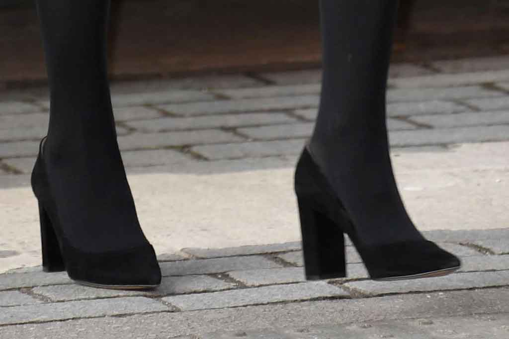 Kate Middleton, black pumps, block heels, gianvito rossi, celebrity style, royal fashion, london, shoe detail