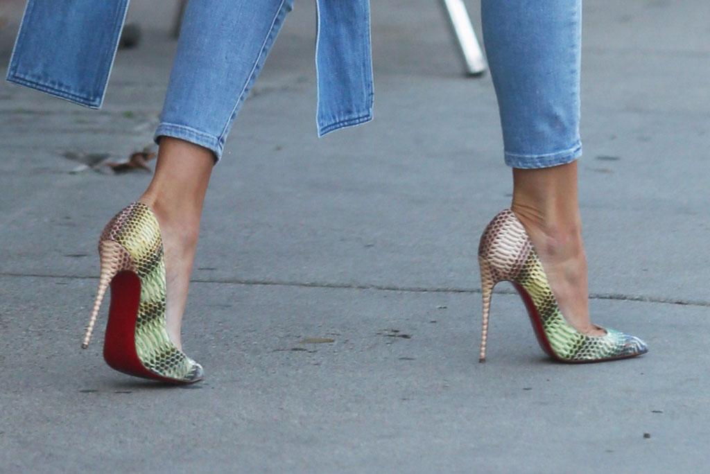 khloe kardashian, street style, los angeles, california, louboutin, stilettos, python print, rainbow shoes,