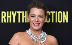 Blake Lively, emerald, lorraine schwartz jewels,