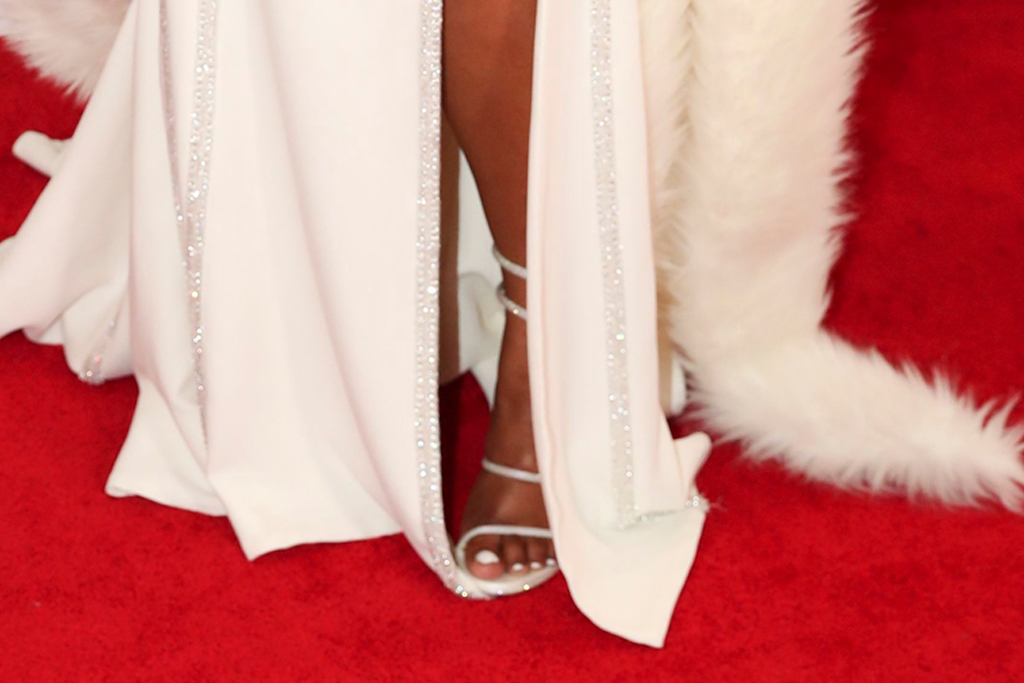lizzo, grammy awards, red carpet, white, sandals