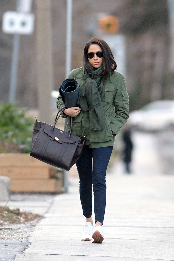 Meghan Markle heads to afternoon yoga in Toronto, Canada. Prince Harry's girlfriend carried her yoga mat under her right arm as she made her way from her car.Pictured: Meghan MarkleRef: SPL1408493 101216 NON-EXCLUSIVEPicture by: SplashNews.comSplash News and PicturesLos Angeles: 310-821-2666New York: 212-619-2666London: +44 (0)20 7644 7656Berlin: +49 175 3764 166photodesk@splashnews.comWorld Rights