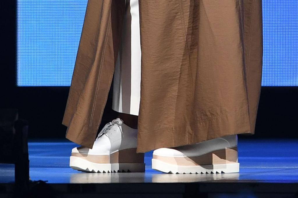 'Oprah's 2020 Vision: Your Life in Focus' tour, oprah winfrey, brown dress, florida, platform sneakers