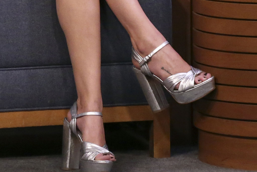 selena gomez, jimmy fallon, tonight show, silver sandals, platforms, foot tattoo, prada shoes