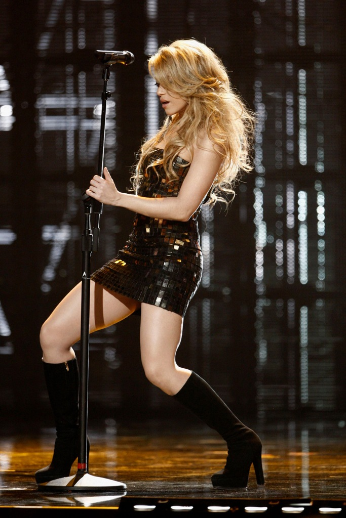 Shakira, herve leger dress, celebrity style, lbd, black boots, minidress, Shakira performs onstage at the 37th Annual American Music Awards, in Los Angeles2009 AMA Awards Show, Los Angeles, USA