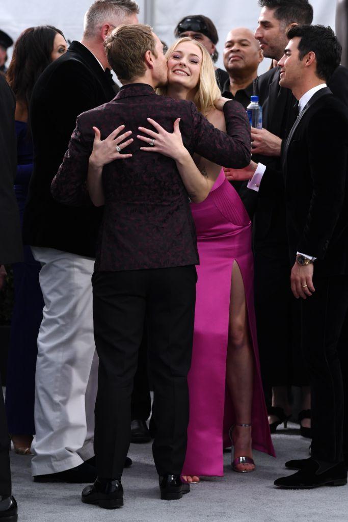 Sophie Turner, 2020, red carpet, SAG awards, pink dress, silver shoes, Los Angeles