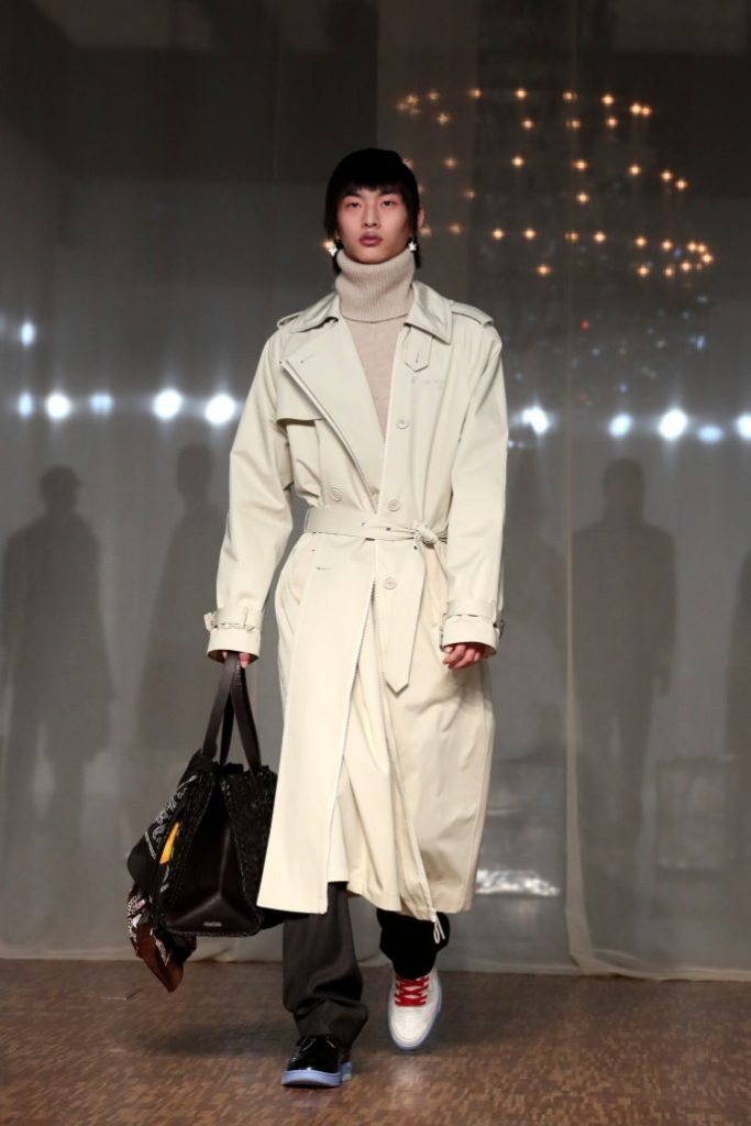 off-white, mens, runway, pfw, A model presents a creation from the Fall/ Winter 2020/2021 Ready to Wear collection by US designer Virgil Abloh for Off-White during the Paris Fashion Week, in Paris, France, 15 January 2020. The presentation of the men's collections runs from 14 to 19 January.Off White - Runway - Paris Men's Fashion Week F/W 2020/21, France - 15 Jan 2020A model presents a creation for Off White Men's Fall/Winter 2019-2020 fashion collection presented in ParisFashion Off White, Paris, France - 15 Jan 2020