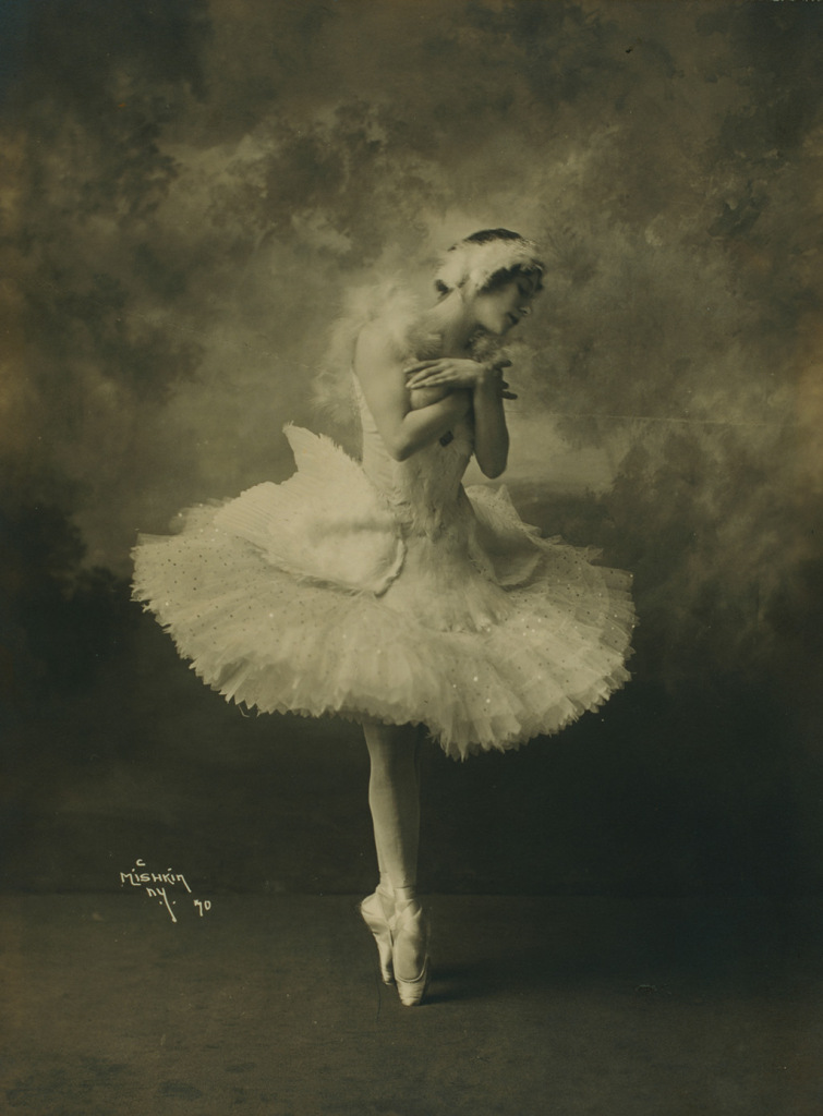 museum at fit, ballet, exhibit, ballerina: fashion's modern muse, anna pavlova, dying swan