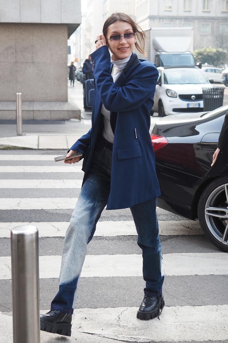 bella hadid, mfw, milan, milan fashion week, boots, jeans, airport