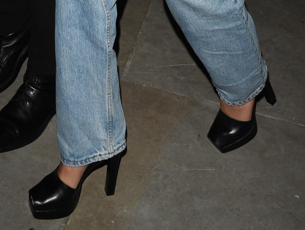 bella hadid, london fashion week, peep-toe platforms