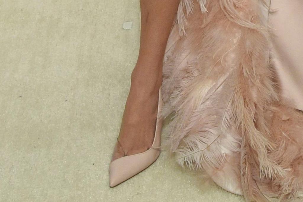 Elton John AIDS Foundation oscar viewing party, elton john, oscars, party, Bella Thorne, shoes