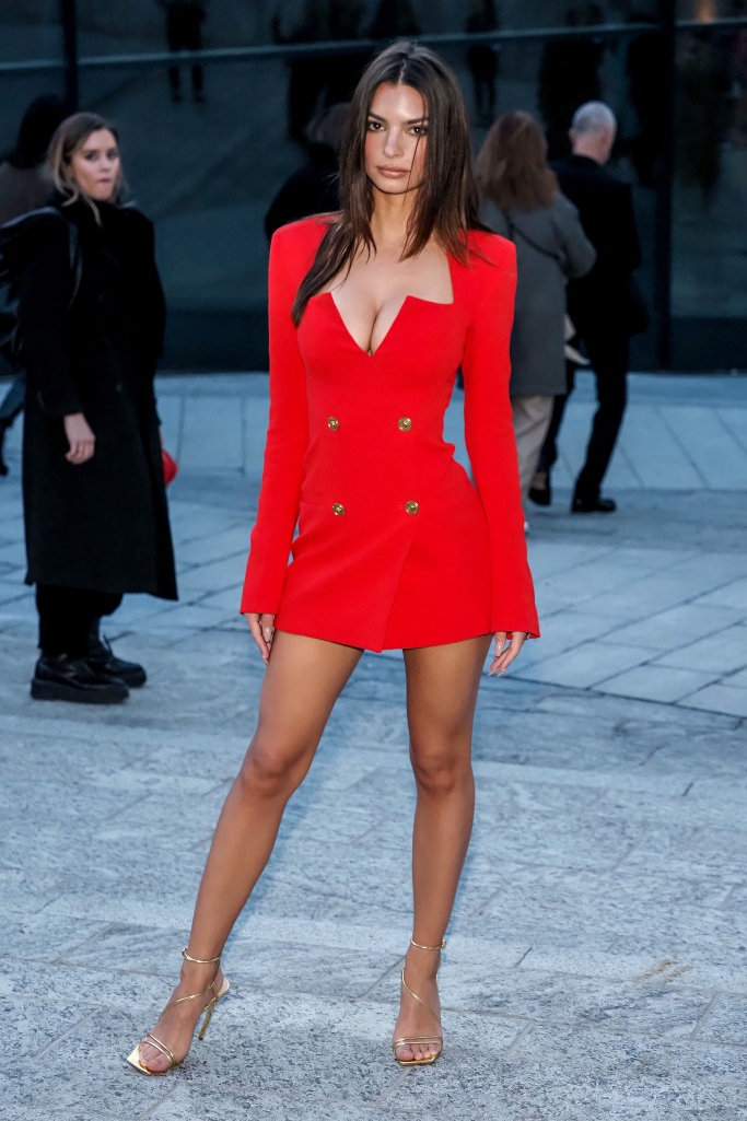 Emily Ratajkowski, versace fall 2020 show, milan fashion week