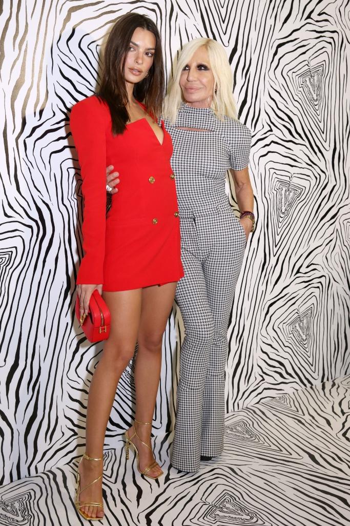 versace fall 2020 show, Emily Ratajkowski, donatella versace