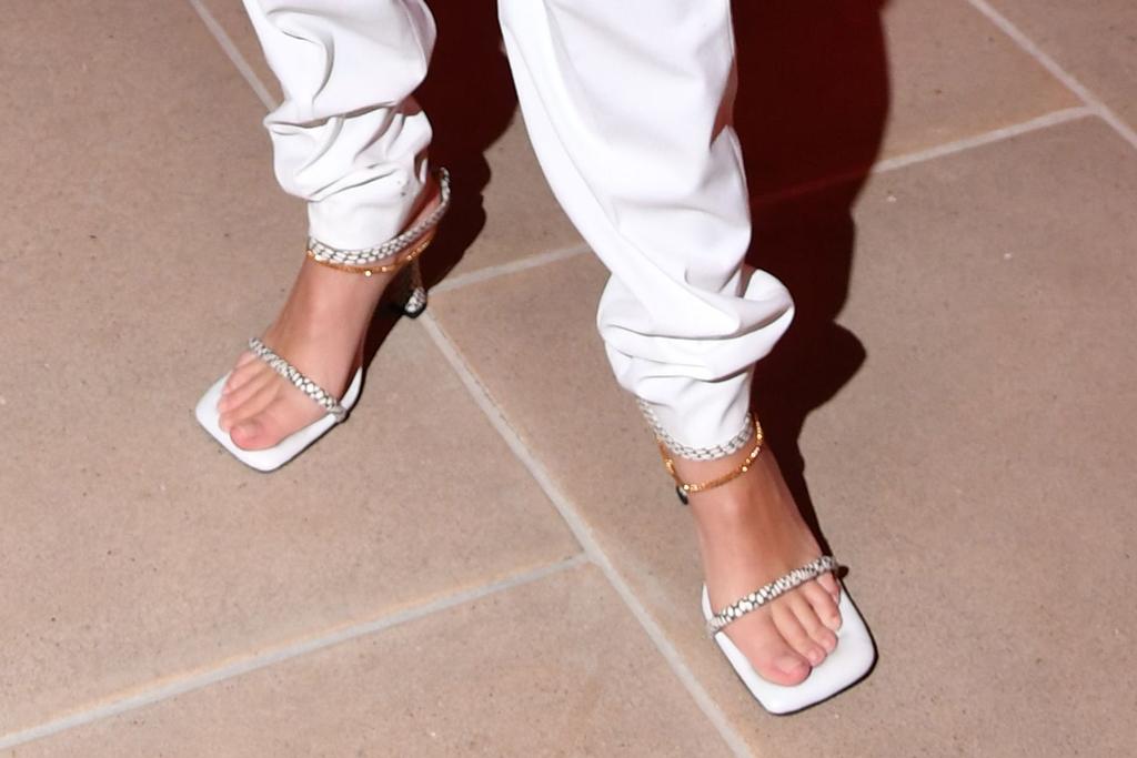 emily ratajkowski, emrata, celebrity style, pedicure, square toes, snake print shoes, shoe style