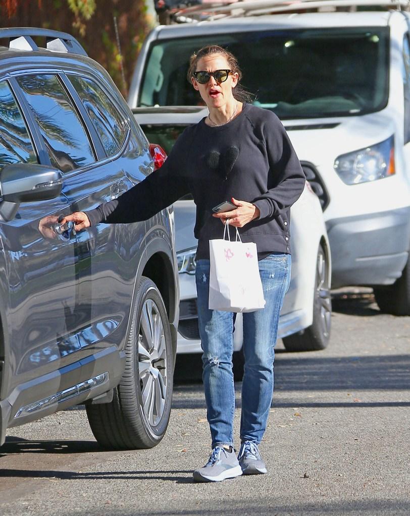 Jennifer Garner, rag & bone sweatshirt, jeans, brooks levitate 3 sneakers, celebrity style, Jennifer Garner out and about, Los Angeles, USA - 24 Feb 2020