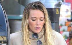 hilary duff, golden goose, pink sneakers,