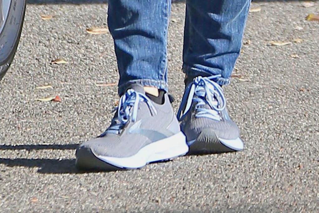 Jennifer Garner, brooks levitate 3, running shoes, sneakers, street style, los angeles
