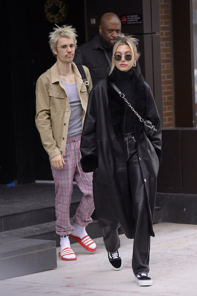 Justin Bieber and Hailey Baldwin exit their apartment on their way to Saturday Night Live in New York City Pictured: Justin Bieber,Hailey Baldwin Ref: SPL5147068 080220 NON-EXCLUSIVE Picture by: Edward Opi / SplashNews.com Splash News and Pictures Los Angeles: 310-821-2666 New York: 212-619-2666 London: +44 (0)20 7644 7656 Berlin: +49 175 3764 166 photodesk@splashnews.com World Rights