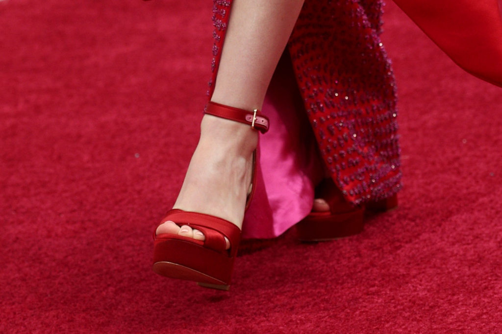 Kaitlyn Dever, aldo, platform sandals, red carpet, oscars, 2020 academy awards