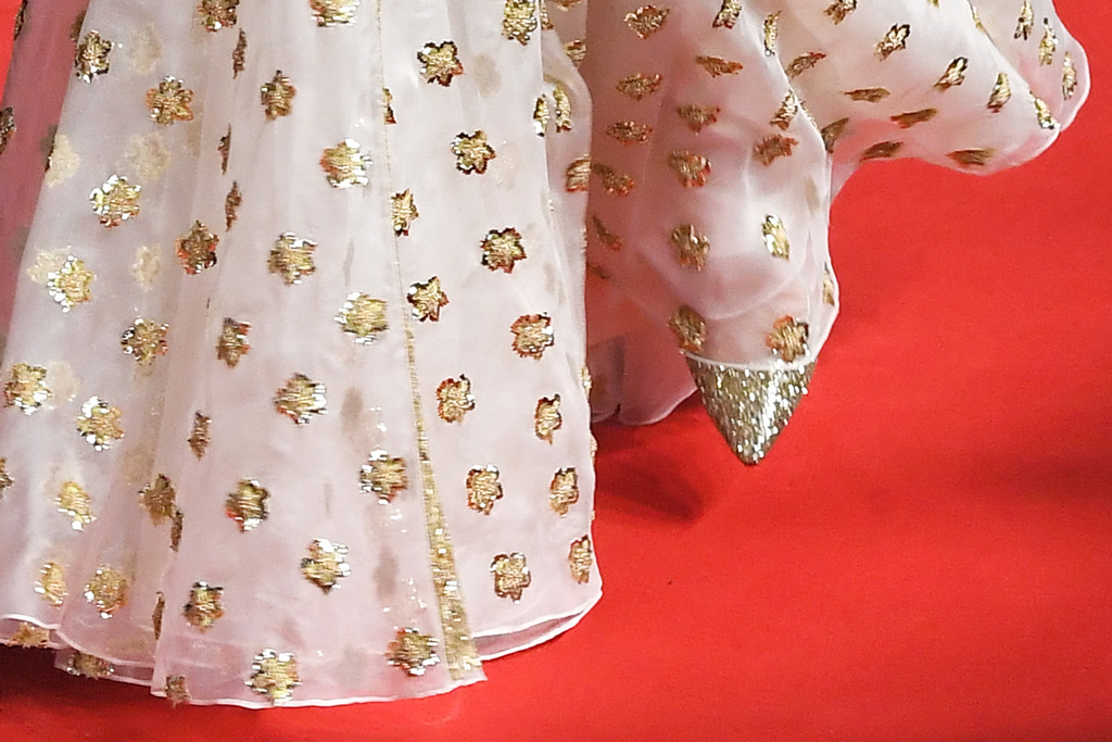 Kate Middleton, gold heels, pumps, celebrity style, red carpet, baftas