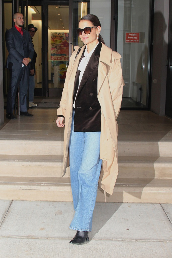 Katie Holmes, baggy jeans, beige trench coat, dorateymur boots, black boots, square toes, celebrity style, street style, Katie Holmes at BuzzFeed, New York, USA - 10 Feb 2020Katie HolmesKatie Holmes at BuzzFeed, New York, USA - 10 Feb 2020