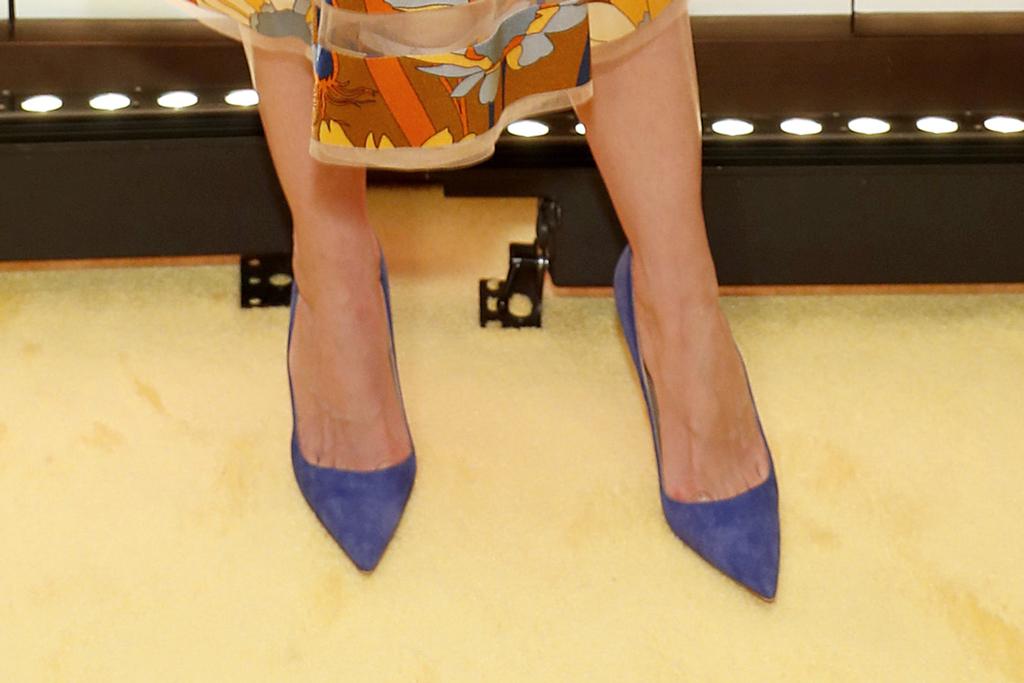 katie holmes, fendi party, blue pumps, celebrity style, shoe detail