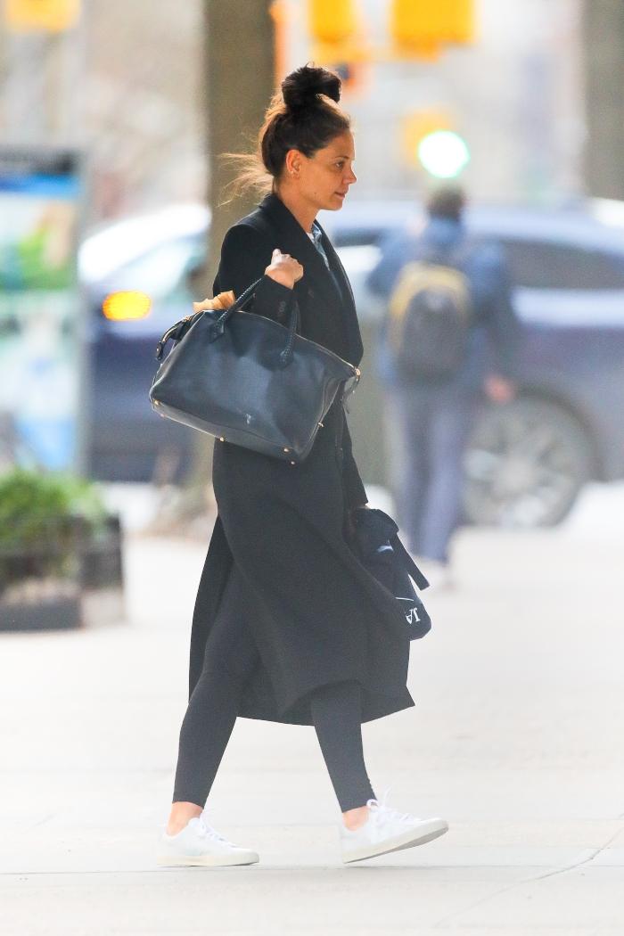 katie holmes, new york, nyc, black coat, black leggings, bun, white sneakers, common projects