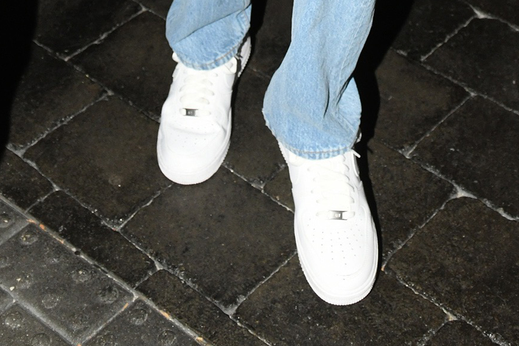 Kendall Jenner, nike air force 1s, sneakers, mom jeans