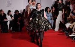 Lena Dunham and models on the