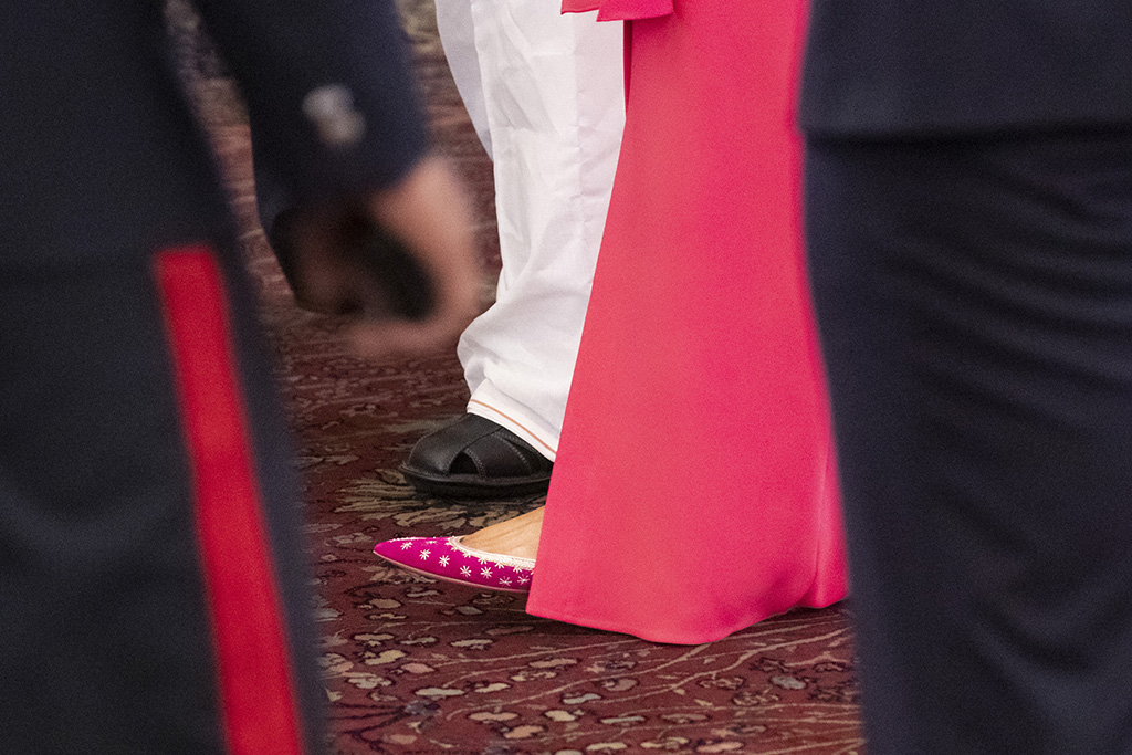melania trump, shoe detail, pink flats, celebrity shoe style, The shoes of U.S.first lady Melania Trump are seen at a state banquet at Rashtrapati Bhavan, Tuesday, Feb. 25, 2020, in New Delhi, India. (AP Photo/Alex Brandon, Pool)