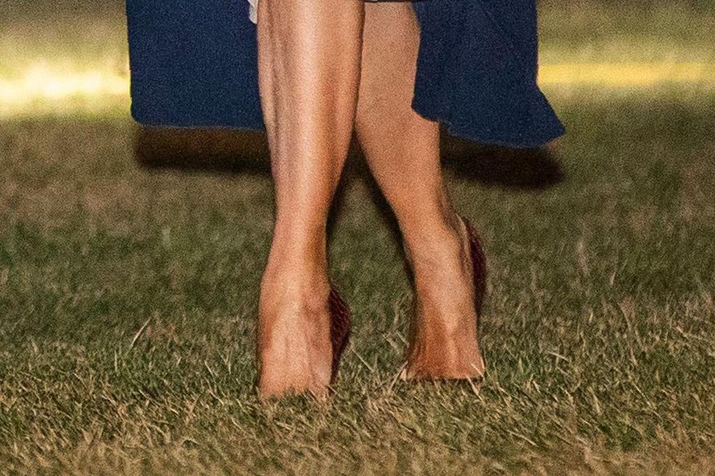 melania trump, flotus, pumps, stilettos, white house lawn, celebrity style
