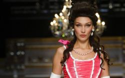 moschino, fall 2020, bella hadid