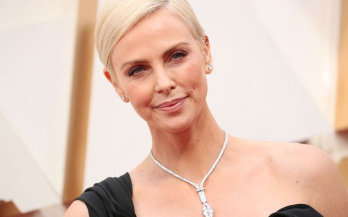 oscars 2020, jewelry trends, diamond necklaces, charlize theron, tiffany & co.