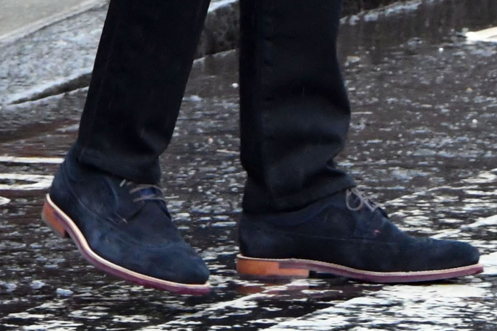 prince harry, abbey road, london, blue, rain, suede shoes