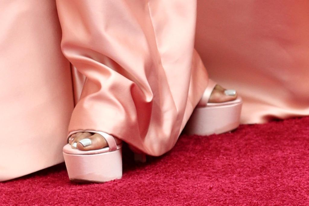 regina king, oscars, versace, gown, 2020, pink, platforms