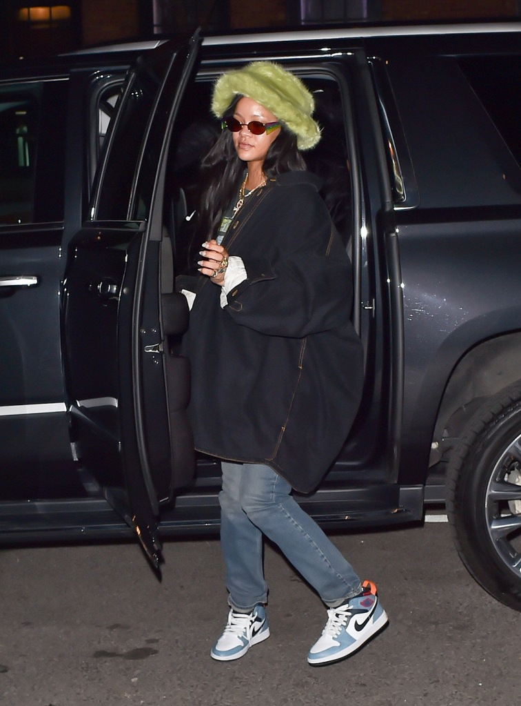 Rihanna, raf simons jacket, metallica t shirt, jeans, jordan 1 facetasm sneakers, green fur bucket hat, is seen out in New York, Rihanna was seen wearing a bright green hat and a Metallica t-shirt and jeans as she took a trip downtown.Pictured: RihannaRef: SPL5147263 090220 NON-EXCLUSIVEPicture by: New Media Images / SplashNews.comSplash News and PicturesLos Angeles: 310-821-2666New York: 212-619-2666London: +44 (0)20 7644 7656Berlin: +49 175 3764 166photodesk@splashnews.comWorld Rights