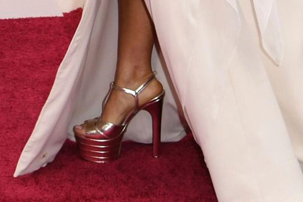 salma hayek, oscars, white dress, gucci shoes
