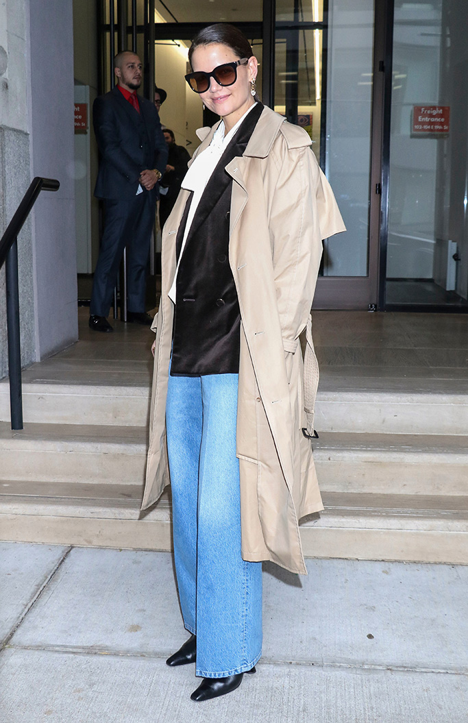 Katie Holmes trench coat outfit