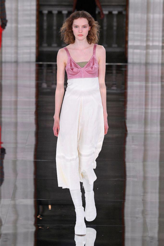 Victoria Beckham, fall 2020, runway, lfw, white boots