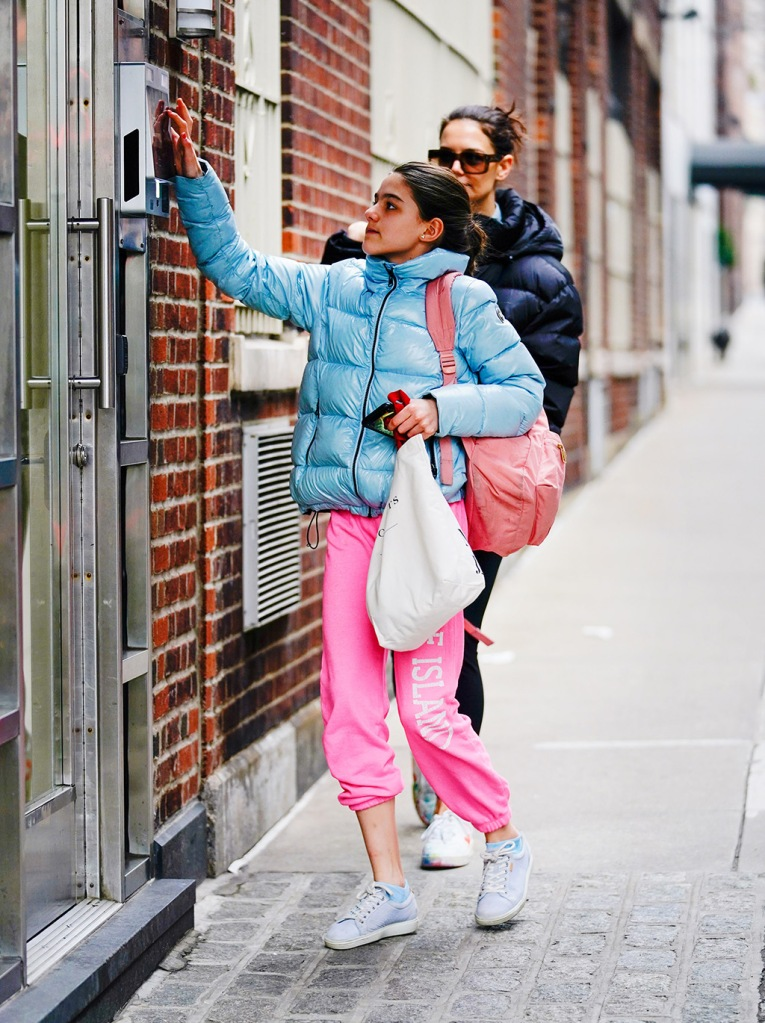suri cruise, puffer jacket, pink sweatpants, sneakers, celeb style, Katie Holmes and look-a-like daugher Suri Cruise out and about in New York visiting Suri's friendPictured: Katie Holmes; Suri CruiseRef: SPL5144665 010220 NON-EXCLUSIVEPicture by: Jackson Lee / SplashNews.comSplash News and PicturesLos Angeles: 310-821-2666New York: 212-619-2666London: +44 (0)20 7644 7656Berlin: +49 175 3764 166photodesk@splashnews.comWorld Rights, No Portugal Rights