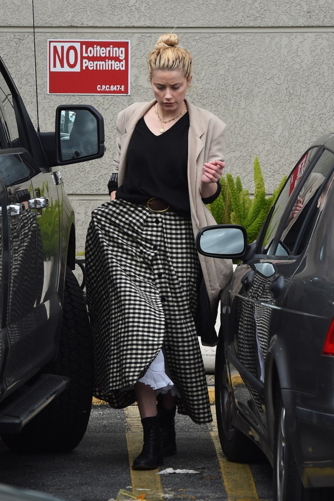 Amber Heard, gingham skirt, t-shirt, tan blazer, isabel marant belt, black combat boots, celebrity fashion, goes grocery shopping with her dad David at Gelson's market in Los Angeles. 15 Mar 2020 Pictured: Amber Heard. Photo credit: Photographer Group/MEGA TheMegaAgency.com +1 888 505 6342 (Mega Agency TagID: MEGA630505_014.jpg) [Photo via Mega Agency]