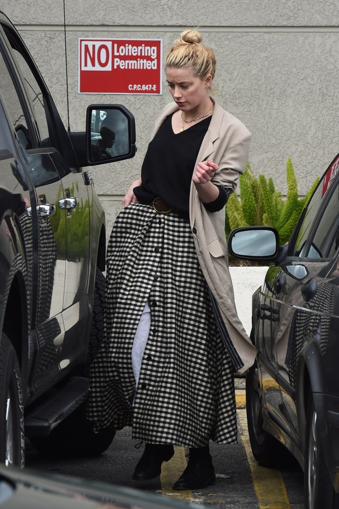 Amber Heard, gingham skirt, t-shirt, tan blazer, isabel marant belt, black combat boots, celebrity fashion, goes grocery shopping with her dad David at Gelson's market in Los Angeles. 15 Mar 2020 Pictured: Amber Heard. Photo credit: Photographer Group/MEGA TheMegaAgency.com +1 888 505 6342 (Mega Agency TagID: MEGA630505_014.jpg) [Photo via Mega Agency]Amber Heard goes grocery shopping with her dad David at Gelson's market in Los Angeles. 15 Mar 2020 Pictured: Amber Heard. Photo credit: Photographer Group/MEGA TheMegaAgency.com +1 888 505 6342 (Mega Agency TagID: MEGA630505_017.jpg) [Photo via Mega Agency]