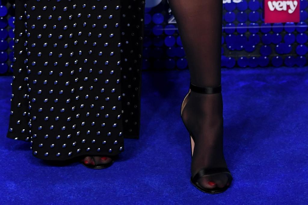 dua lipa, global awards, dress, tights, heels, sandals, leg, slit