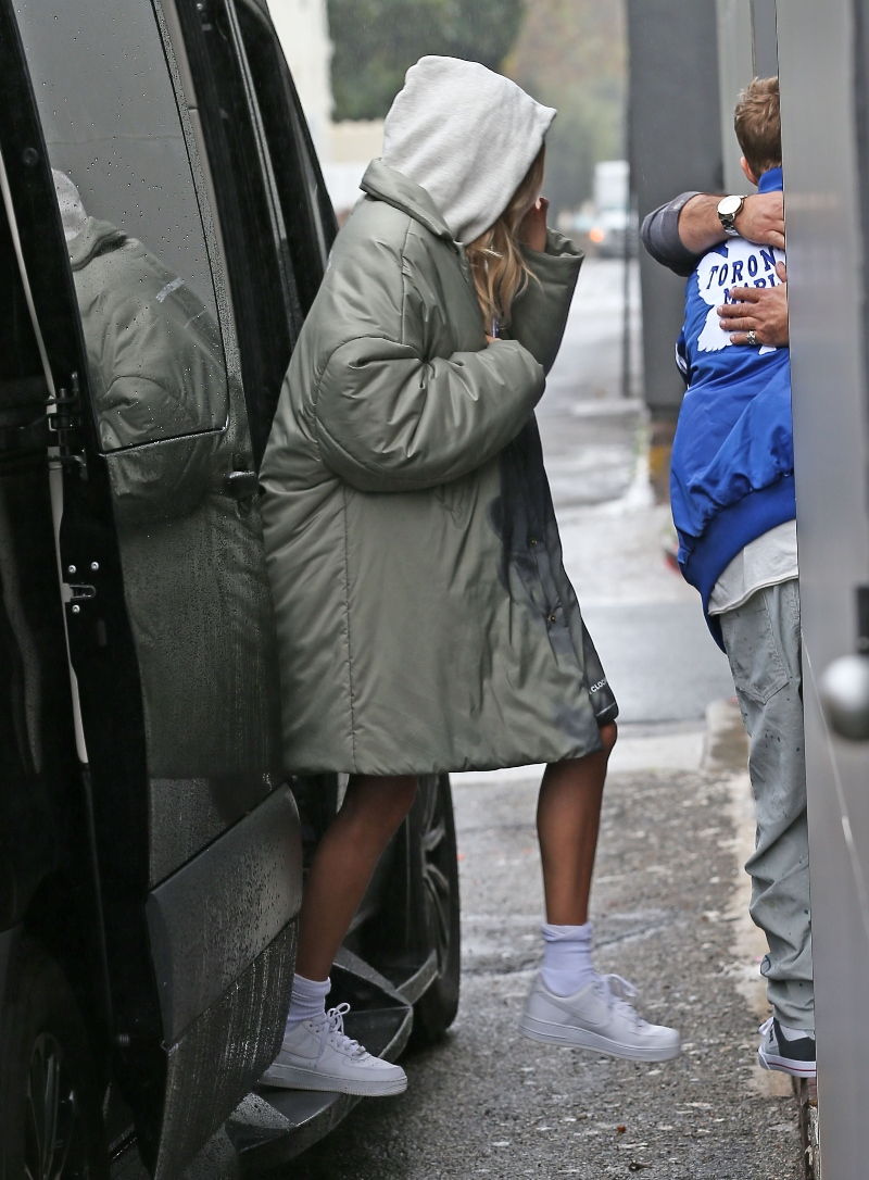 hailey baldwin, air force 1, jacket, justin bieber, mask, medical mask, sneakers, blue jacket