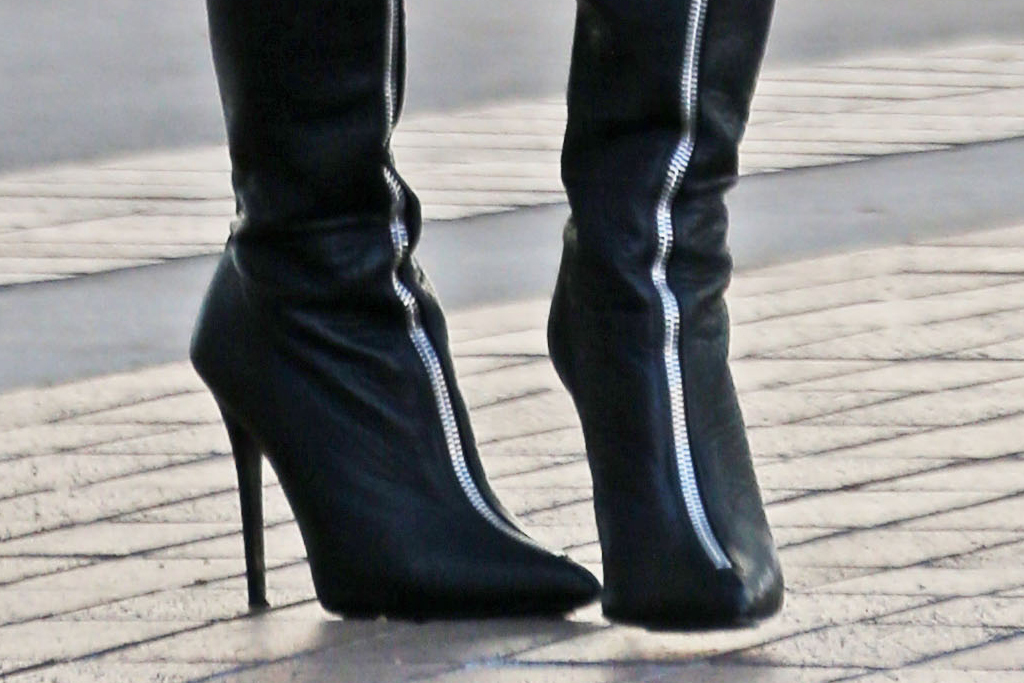 heidi klum, black boots, zip front, zipper, thigh high